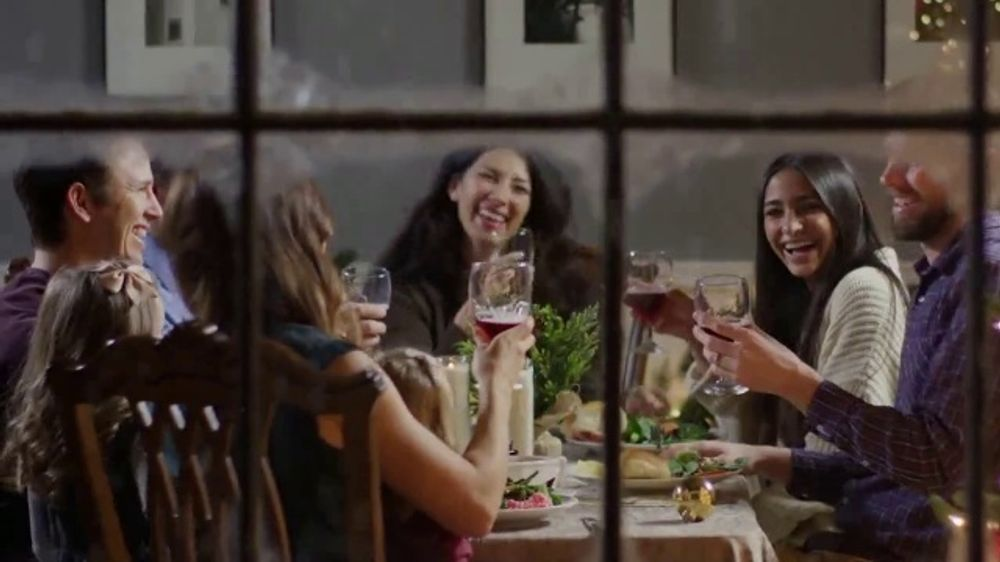 Dickey's BBQ Holiday Feasts TV Commercial, 'We Make It Easy'