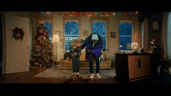 American Eagle Outfitters TV Spot, 'Give. Love. Jeans.' Song by Lizzo - Thumbnail 6