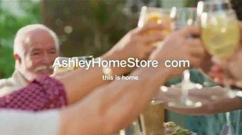 Ashley HomeStore TV Spot, 'Una familia unida' [Spanish] - Thumbnail 8