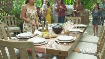Ashley HomeStore TV Spot, 'Una familia unida' [Spanish] - Thumbnail 6