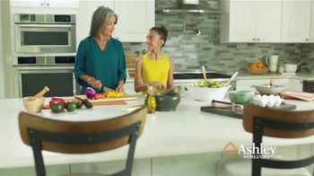 Ashley HomeStore TV Spot, 'Una familia unida' [Spanish]