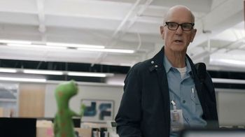 GEICO TV Spot, 'The Gecko Stays Late at Work' - Thumbnail 6