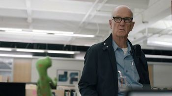 GEICO TV Spot, 'The Gecko Stays Late at Work' - Thumbnail 7