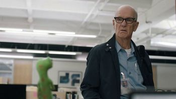 GEICO TV Spot, 'The Gecko Stays Late at Work' - Thumbnail 8