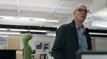 GEICO TV Spot, 'The Gecko Stays Late at Work' - Thumbnail 9