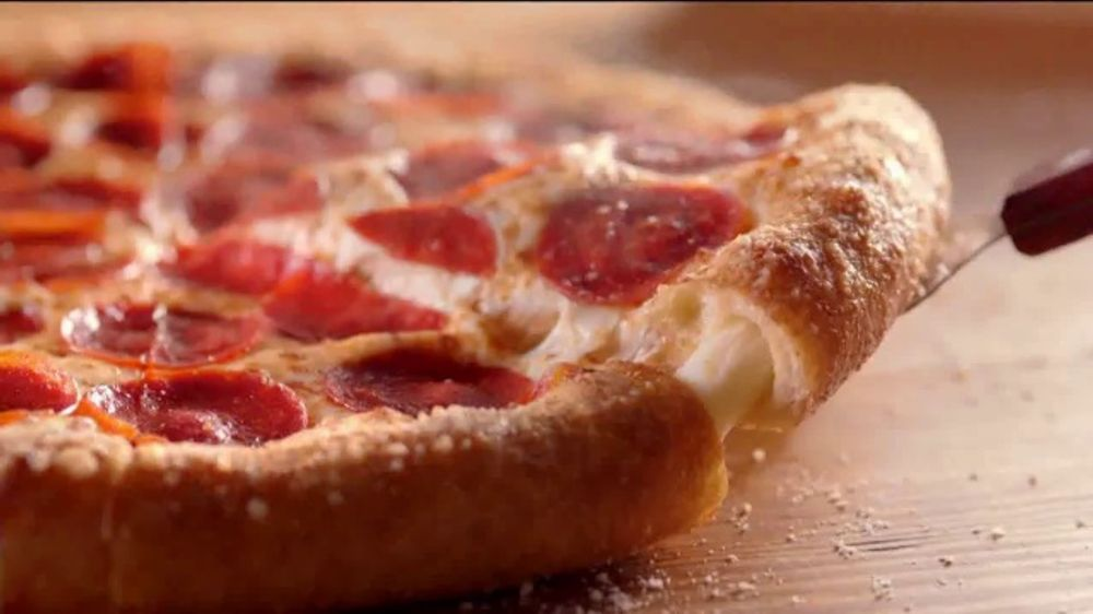 Hungry Howie's Heart Shaped 1-Topping Pizza TV Commercial, 'Valentine's Day' Song by Montell Jordan