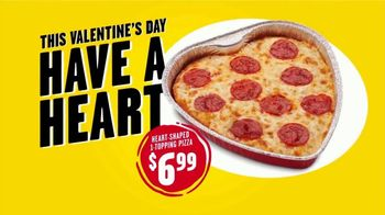 Hungry Howie's Heart Shaped 1-Topping Pizza TV Spot, 'Valentine's Day' Song by Montell Jordan - Thumbnail 3
