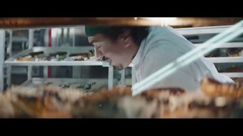 Chase Freedom Unlimited Card TV Spot, 'With Freedom Unlimited, You're Always Earning at the Bakery' Featuring Kevin Hart - Thumbnail 1
