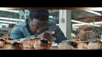 Chase Freedom Unlimited Card TV Spot, 'With Freedom Unlimited, You're Always Earning at the Bakery' Featuring Kevin Hart - Thumbnail 4