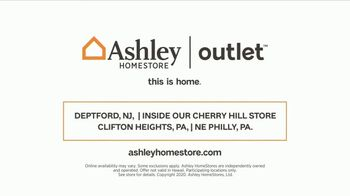Ashley HomeStore Outlet TV Spot, 'Bargain Hunters' Song by Midnight Riot - Thumbnail 7