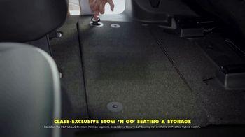 Chrysler Pacifica TV Spot, 'No Matter How You Parent: School Drop-Off' Featuring Kathryn Hahn [T1] - Thumbnail 4