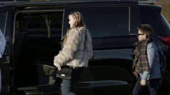 Chrysler Pacifica TV Spot, 'No Matter How You Parent: School Drop-Off' Featuring Kathryn Hahn [T1] - Thumbnail 7