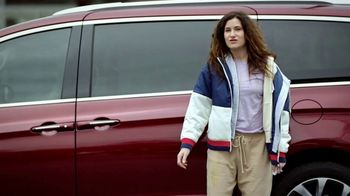 Chrysler Pacifica TV Spot, 'No Matter How You Parent: School Drop-Off' Featuring Kathryn Hahn [T1] - 1292 commercial airings