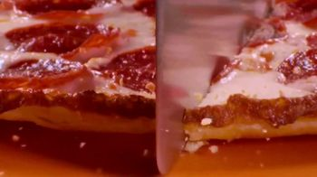 Little Caesars Hot-N-Ready Thin Crust Pizza TV Spot, 'Shy' - Thumbnail 4