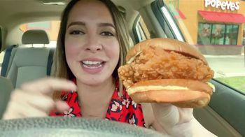 Popeyes Chicken Sandwich TV Spot, 'El sándwich ha regresado' [Spanish] - Thumbnail 6