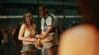 Pepsi TV Spot, 'Lavandería' canción de Daddy Yankee [Spanish] - Thumbnail 7