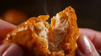 Hooters Meatless Unreal Wings TV Spot, 'Hooters Tested' - Thumbnail 8