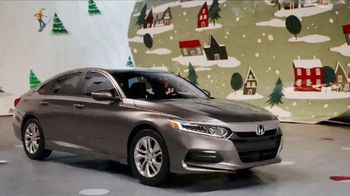 Happy Honda Days TV Spot, 'Unwrap the Joy: Civic and Accord' Song by Earth, Wind and Fire [T2] - Thumbnail 4