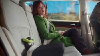 Avocados From Mexico Super Bowl 2020 Teaser TV Spot, 'Neck Pillow' Featuring Molly Ringwald - Thumbnail 6