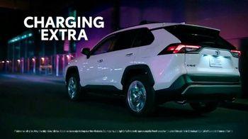 Toyota RAV4 TV Spot, 'Dear Road Rivals: RAV4 and Apple CarPlay' [T1] - Thumbnail 2