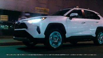 Toyota RAV4 TV Spot, 'Dear Road Rivals: RAV4 and Apple CarPlay' [T1] - Thumbnail 4
