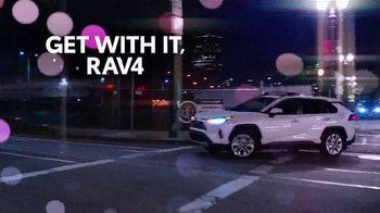 Toyota RAV4 TV Spot, 'Dear Road Rivals: RAV4 and Apple CarPlay' [T1] - Thumbnail 9