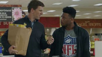VISA TV Spot, 'NFL: Cool Ways to Pay' Featuring Eli Manning, Saquon Barkley - Thumbnail 4