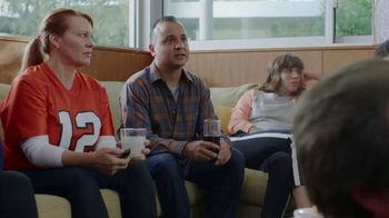 Sling TV Spot, 'Stretch: Roku Express' Featuring Nick Offerman, Megan Mullally - Thumbnail 4