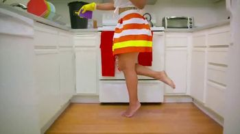 Pine-Sol TV Spot, 'Cleaning Dance Challenge: Tianne and Heaven' - Thumbnail 7