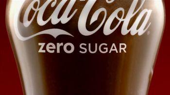 Coca-Cola TV Spot, 'Eggnogg Schmeggnog' - Thumbnail 6
