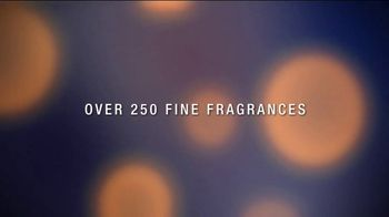 Estee Lauder Beautiful Belle TV Spot, 'Holidays: Free Gift Wrapping' Featuring Grace Elizabeth - Thumbnail 9
