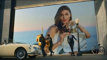 Estee Lauder Beautiful Belle TV Spot, 'Holidays: Free Gift Wrapping' Featuring Grace Elizabeth - Thumbnail 6