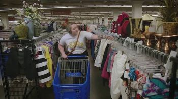 Seattle Goodwill TV Spot, 'Summer Clothes' - Thumbnail 2