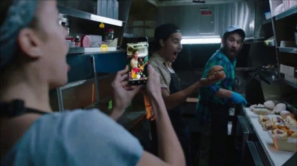 MetroPCS TV Commercial, 'Share the Things You Love: Free Phones' - Video
