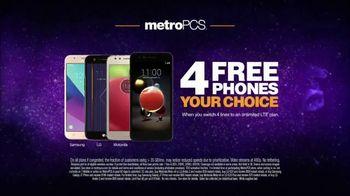 MetroPCS TV Spot, 'Share the Things You Love: Free Phones' - Thumbnail 7