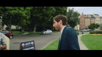 Verizon Unlimited Plans TV Spot, 'Big Scoop' Featuring Thomas Middleditch - Thumbnail 3