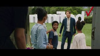 Verizon Unlimited Plans TV Spot, 'Big Scoop' Featuring Thomas Middleditch - Thumbnail 7