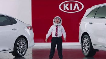Kia America's Best Value Summer Clearance TV Spot, 'Space Helmet: What You Need' [T1] - Thumbnail 4