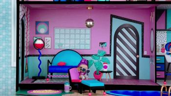 Target Black Friday TV Spot, 'Hundreds of Deals: TV, Toys and Xbox' Song by Sia - Thumbnail 6