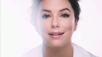 L'Oreal Paris Revitalift Hyaluronic Acid Serum TV Spot, 'Reduce Wrinkles' Featuring Eva Longoria - Thumbnail 7