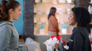 Hand and Stone Black Friday Weekend Event TV Spot, 'BOGO Holiday Gift Cards' Featuring Carli Lloyd - Thumbnail 3