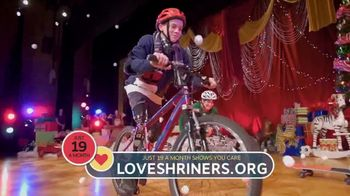 Shriners Hospitals for Children TV Spot, '2018 Holidays: Behind the Curtain: Abilities' - Thumbnail 8