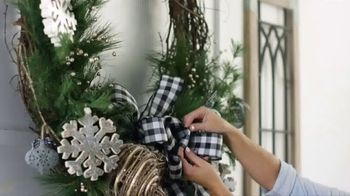 Hobby Lobby TV Spot, '2018 Holidays: Farmhouse Wreath' - Thumbnail 9