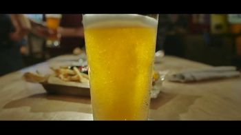 Buffalo Wild Wings $5 Gameday Menu TV Spot, 'Time to Collect' - Thumbnail 3
