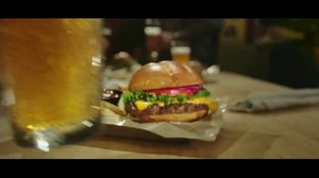 Buffalo Wild Wings $5 Gameday Menu TV Spot, 'Time to Collect' - Thumbnail 4