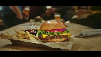 Buffalo Wild Wings $5 Gameday Menu TV Spot, 'Time to Collect' - Thumbnail 5