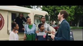 Verizon Unlimited TV Spot, 'Big Scoop: $300 Off' Feat. Thomas Middleditch - 2856 commercial airings