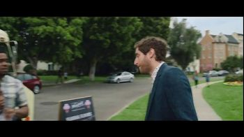 Verizon Unlimited TV Spot, 'Big Scoop: $300 Off' Feat. Thomas Middleditch - Thumbnail 3