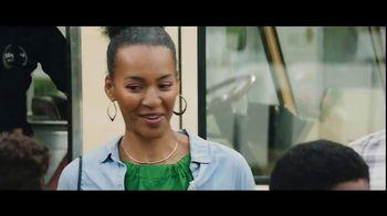 Verizon Unlimited TV Spot, 'Big Scoop: $300 Off' Feat. Thomas Middleditch - Thumbnail 5