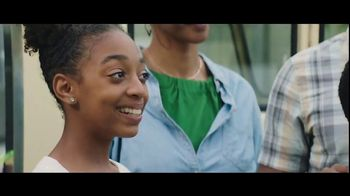 Verizon Unlimited TV Spot, 'Big Scoop: $300 Off' Feat. Thomas Middleditch - Thumbnail 6